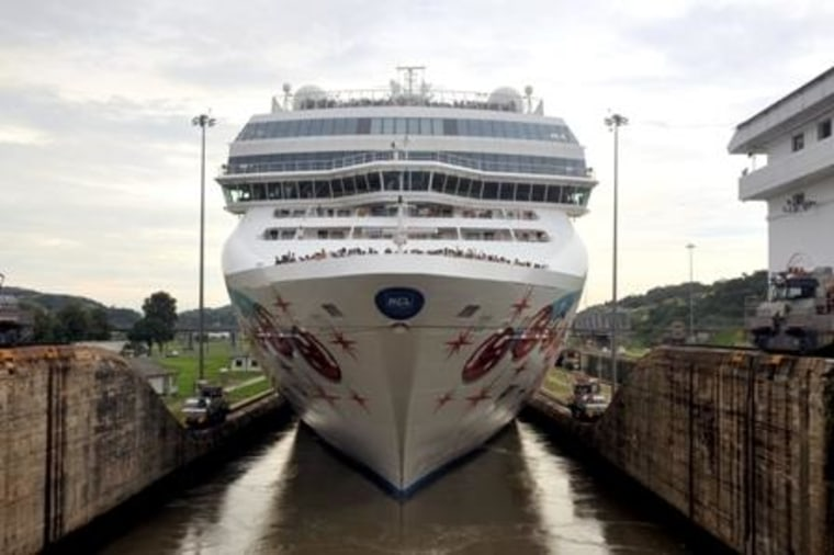 Image: The Norwegian Pearl in the Panama Canal