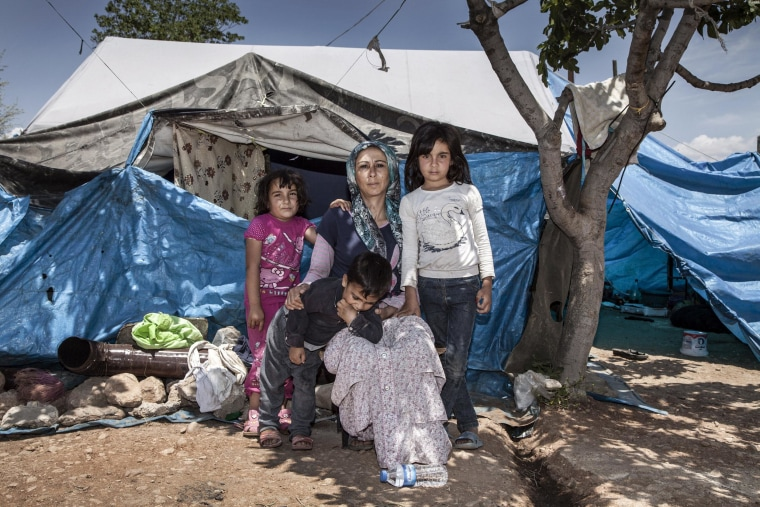 Image: Hoda with her children on the outskirts of the Turkish border city of Killis