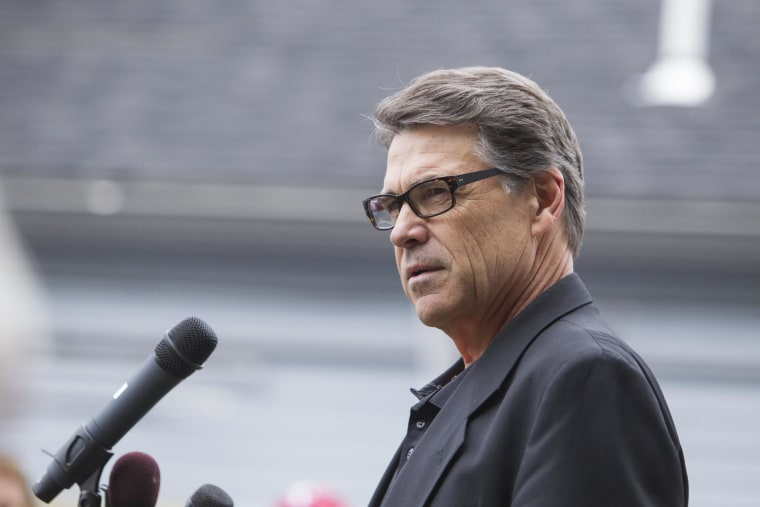 Image: Texas Governor Rick Perry Attends New Hampshire GOP Events
