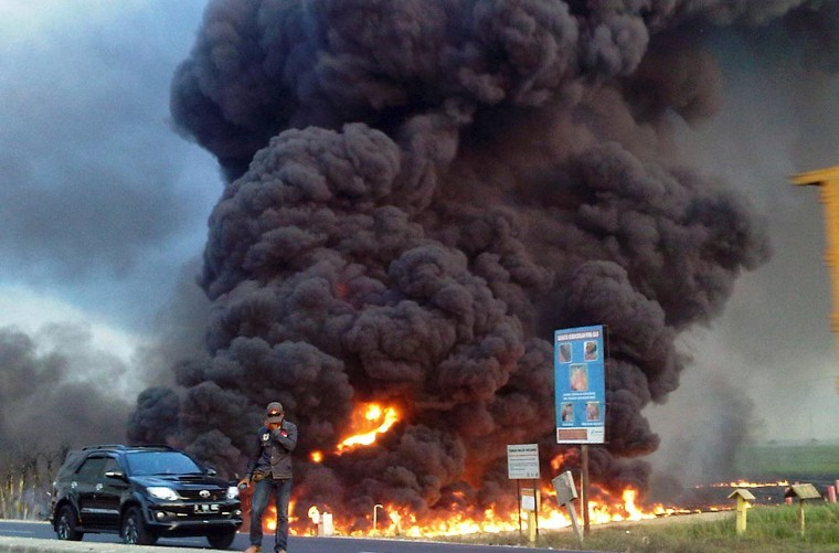 Image: A burning pipeline in Subang