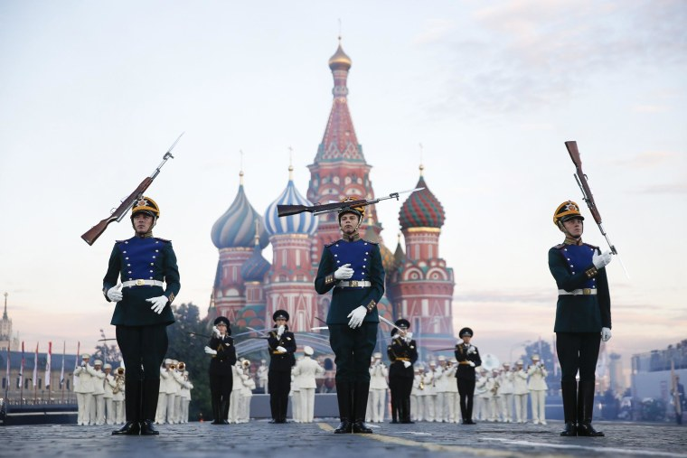 "Image: Participants perform during the International Military Music Festival ""Spasskaya Tower"" in Moscow"