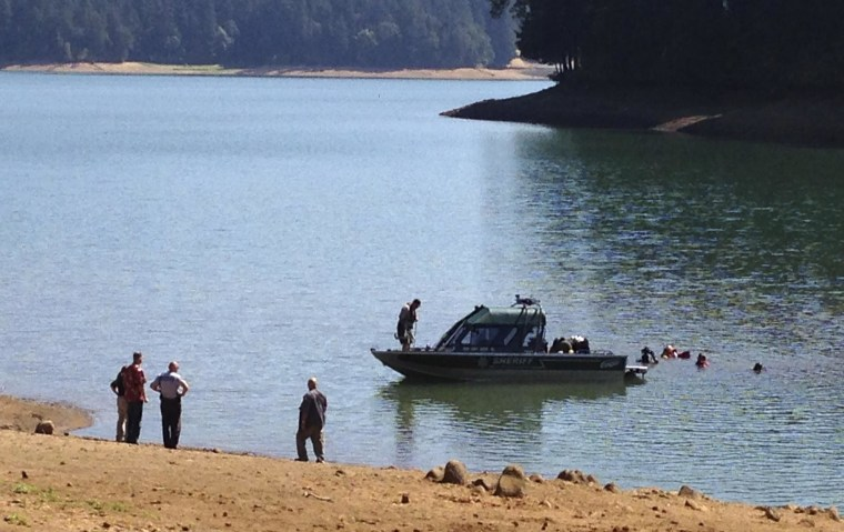 Image: Rescue personnel search Henry Hagg Lake