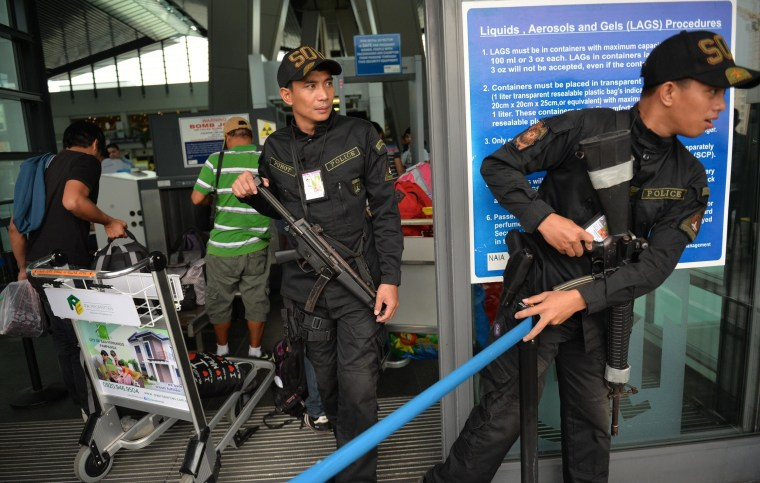 Image: Armed police officers at Manila's airport