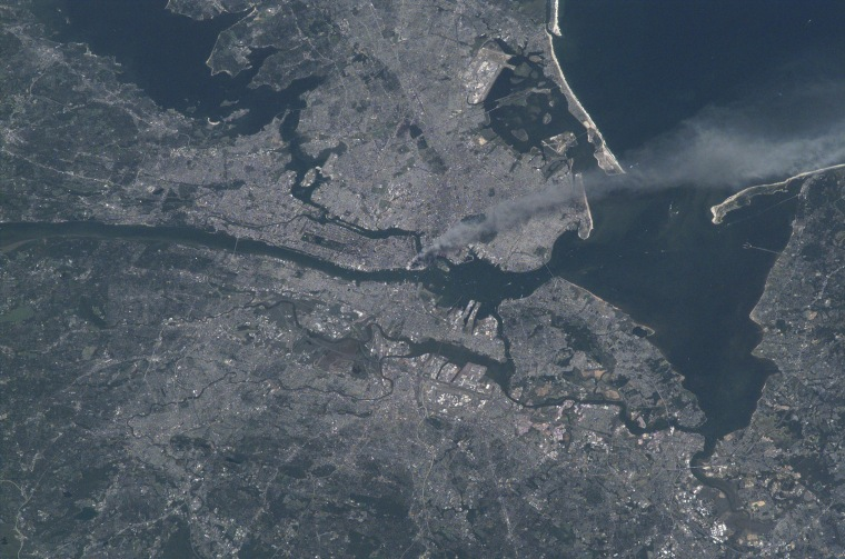 Image: Manhattan seen from space on 9/11/2001
