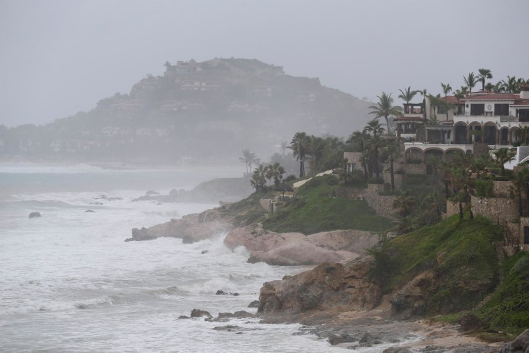 Image: Waves hit the cost of Los Cabos, Mexico