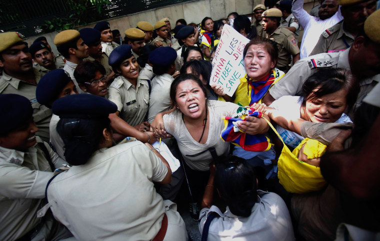 Image: indian Police Detain Tibetan Protesters