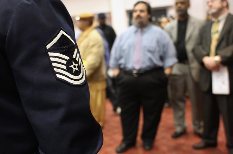 Image: U.S. military veterans wait to meet potential employers