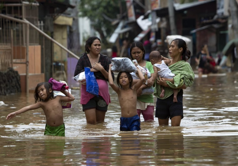 Image: At least seven dead in Philippines after storm floods