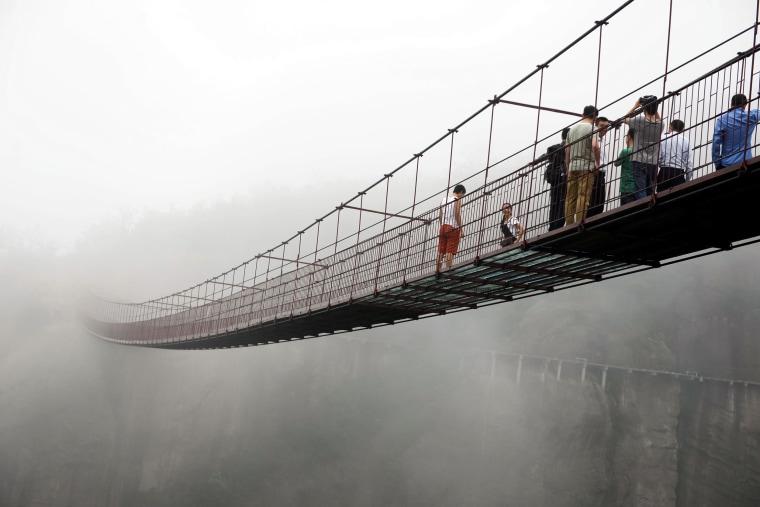 Plexiglass bridge offers skywalk in central China