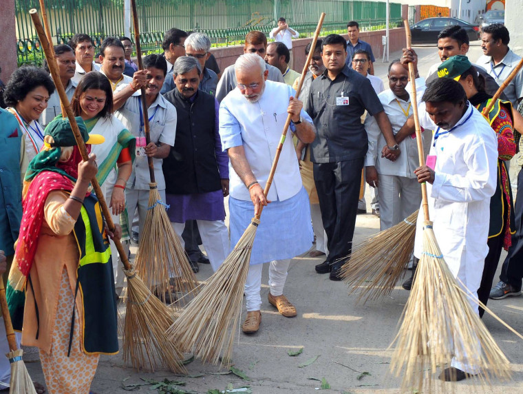 Image: Indian Prime Minister launches cleanleness drive