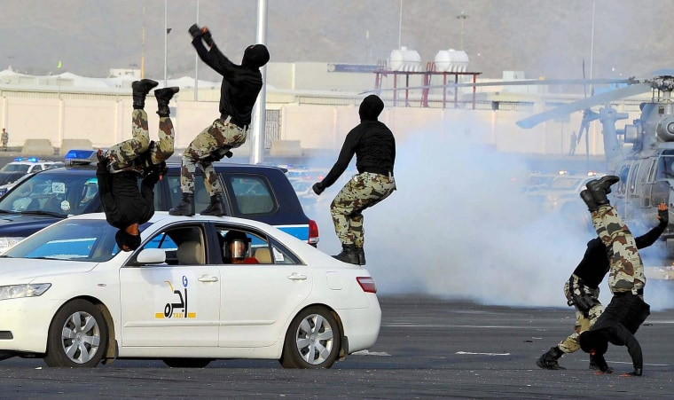 Image: Saudi Arabian miltary demonstrates anti-terror capabilities