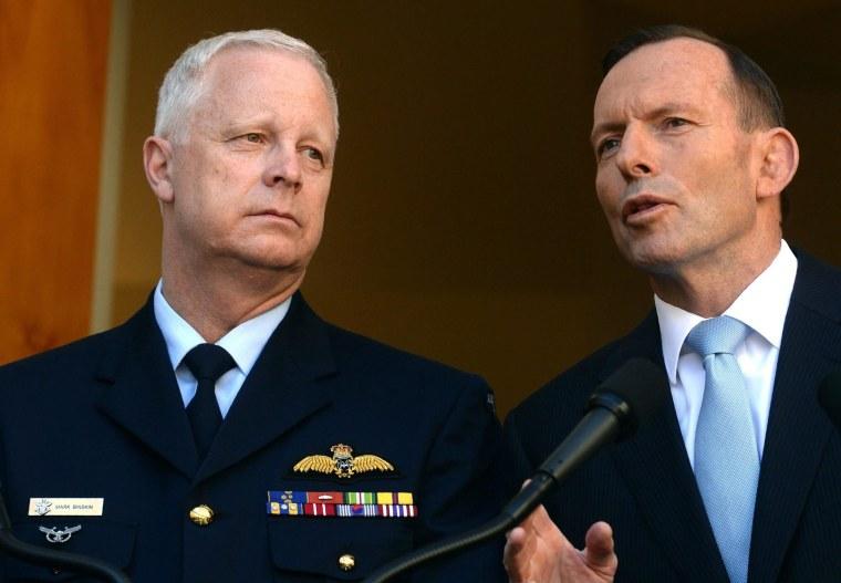 Image: Australian Defense Force Chief Air Marshal Mark Binskin and Prime Minister Tony Abbott