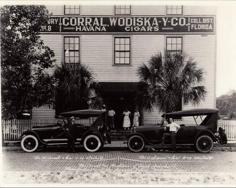 Archival photo of the Corral and Wodiska cigar factory, Tampa Florida.