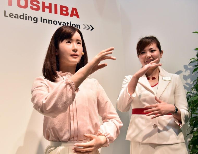 Image: JAPAN-ELECTRONICS-TOSHIBA