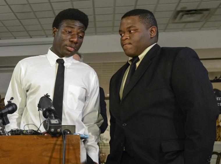 Image: Karsiah Duncan, left, son of ebola patient Thomas Eric Duncan