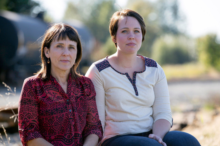 Image: Suzanne Swarthout, 52, sits with her daughter Jordan Swarthout, 22,