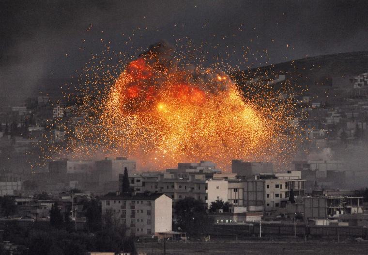 Image: An explosion rocks the Syrian city of Kobani