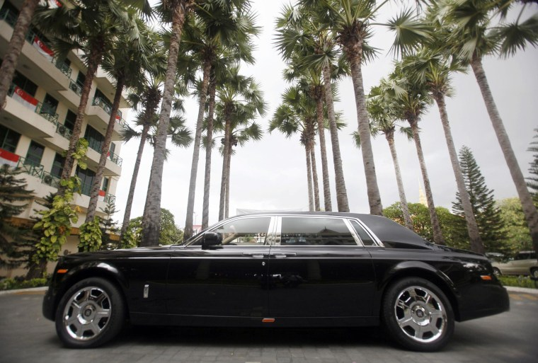A Hong Kong tycoon has placed the single-largest order ever of custom Rolls-Royce Phantoms to chauffeur uber-rich guests who will stay at his hotel-casino.