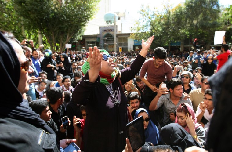 Image: Iranians take part in a protest in front of the judiciary building in Isfahan