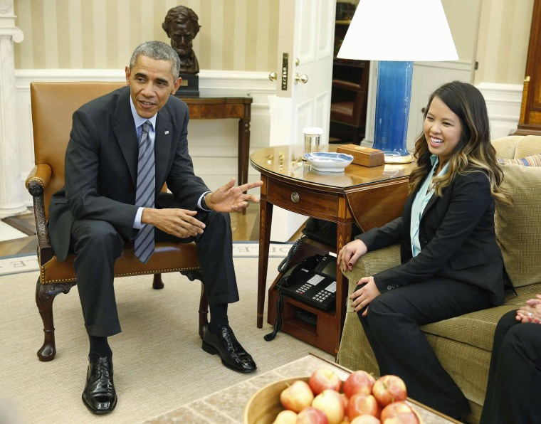 Image: U.S. President Obama talks with Dallas nurse Pham at the Oval Office in Washington