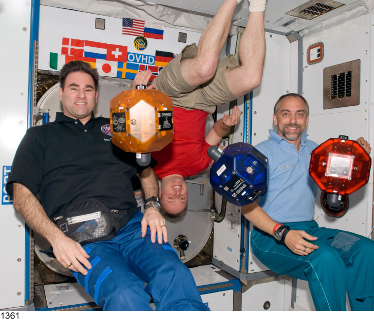 Image: Spacefliers and SPHERES