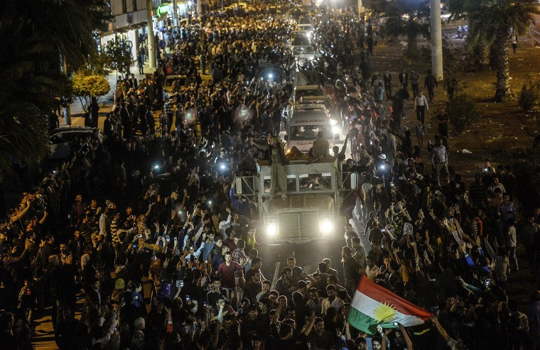 Image: Kurds in Turkey greet peshmerga convoys at Viransehir, in Sanliurfa