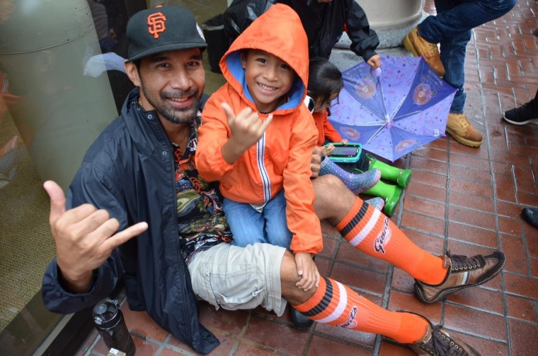 Rain can't keep Giants fans from celebrating in San Francisco.