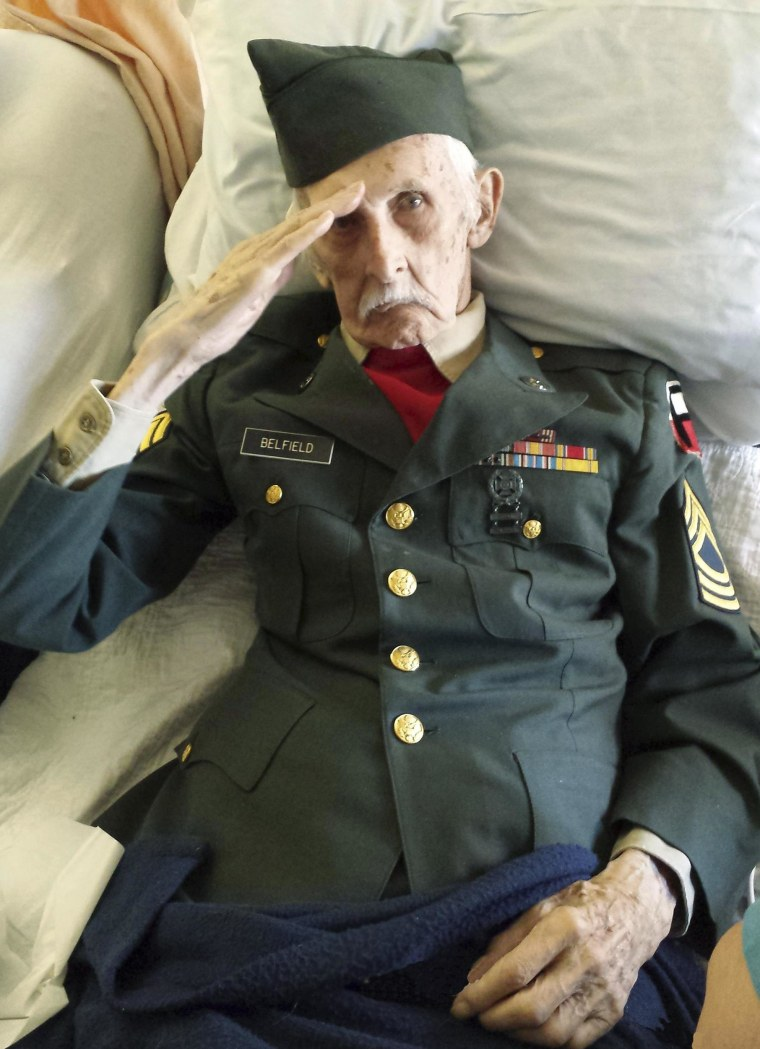 Final Salute: Veteran Dons Uniform on His Deathbed