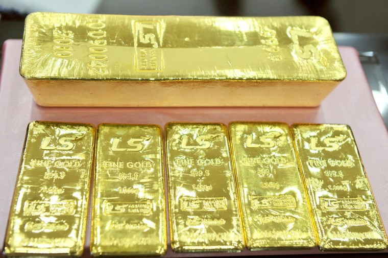 Image: A pure 12.5-kg gold bar (top) and 1 kg g