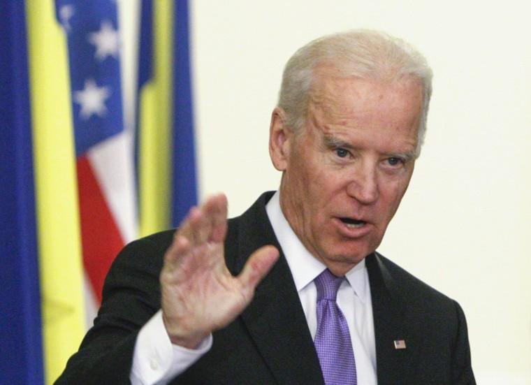 Image: U.S. Vice President Biden gestures at a news conference with Ukraine's President Poroshenko in Kiev