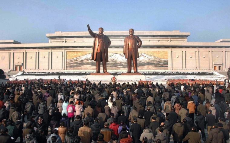 Image: Crowds of people visiting the Mansu Hill in Pyongyang