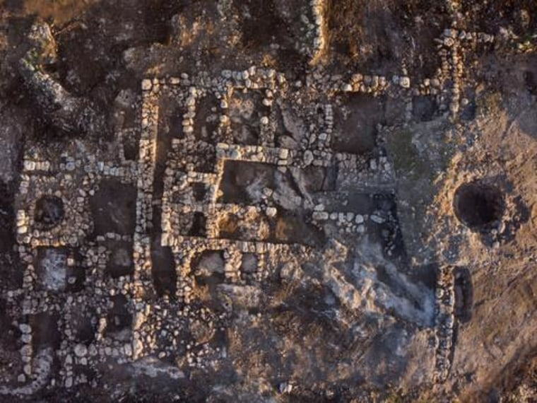 Israeli Team Digs Up Huge 2,800-Year-Old Farmhouse