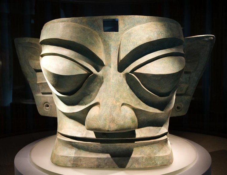 Image:Bronze mask from a lost Chinese civilization called Sanxingdui