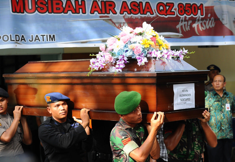 Image: Indonesian police carry remains of AirAsia QZ8501 victim