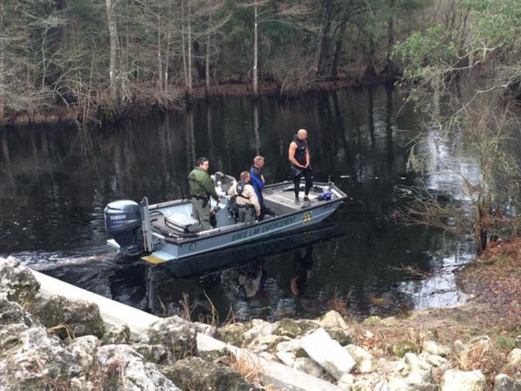 Image: Divers find bodies of infant and his uncle in Pasco river.