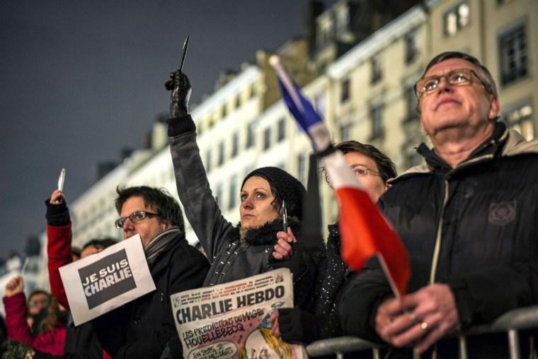Image: TOPSHOTS-FRANCE-ATTACKS-MEDIA-DEMO