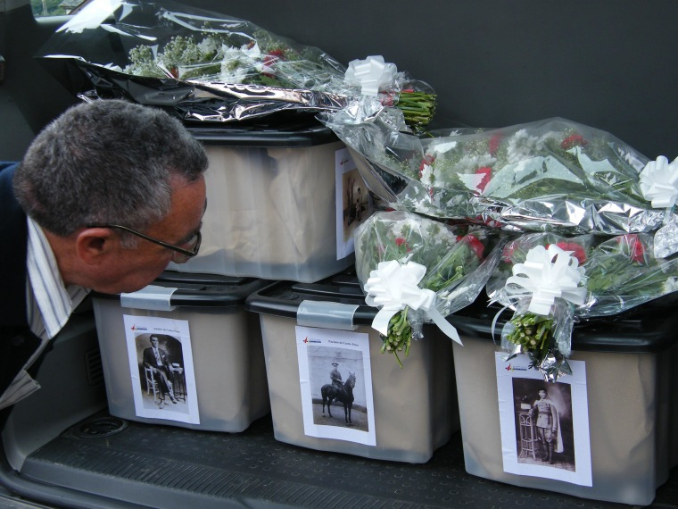 Image: The remains of 4 people shot and killed by fusilade on September 14, 1936 in Spain were recovered during a 2008 exhumation by ARMH.