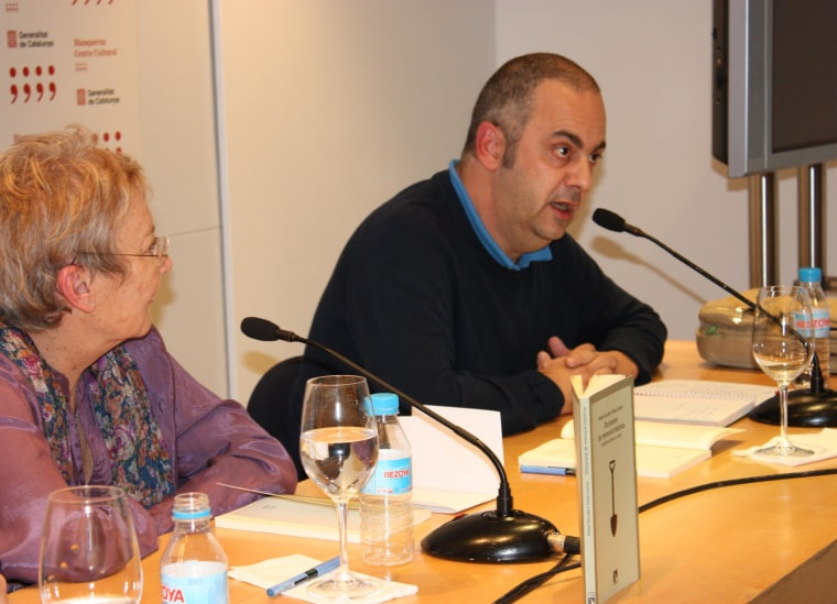 """Image:  Emilio Silva (at right) of ARMH speaks at the presentation of the """"Dictionary of Historical Memory"""" in November, 2011."""