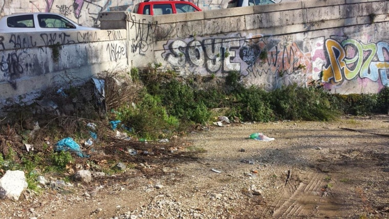 Image: Garbage and graffiti in Rome