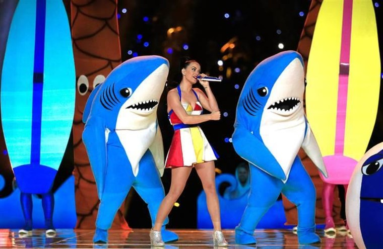 GLENDALE, AZ - FEBRUARY 01:  Singer Katy Perry performs with dancers during the Pepsi Super Bowl XLIX Halftime Show at University of Phoenix Stadium o...