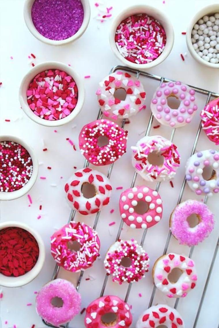 Valentine mini baked doughnuts