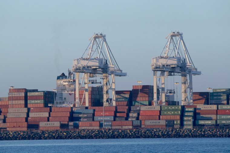 Image: Containers waiting for be offloaded