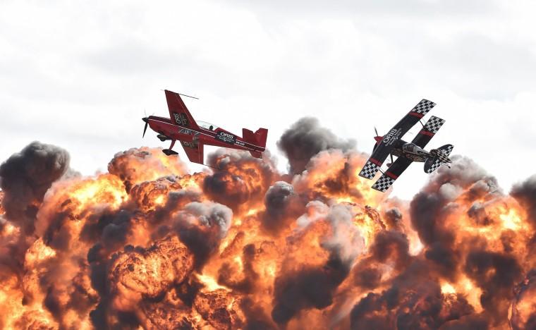 Image: Acrobatic pilots perform at the Australian International Airshow
