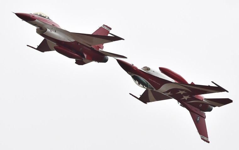 Image: Singapore Air Force Black Knights perform at the Australian International Airshow