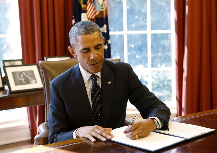 United States President Barack Obama signs the Antiquities Act legislation designating Colorado's Browns Canyon National Monument, in the Oval Office at the White House in Washington February 19, 2015.  REUTERS/Gary Cameron (UNITED STATES - Tags: POLITICS TRAVEL ENVIRONMENT)