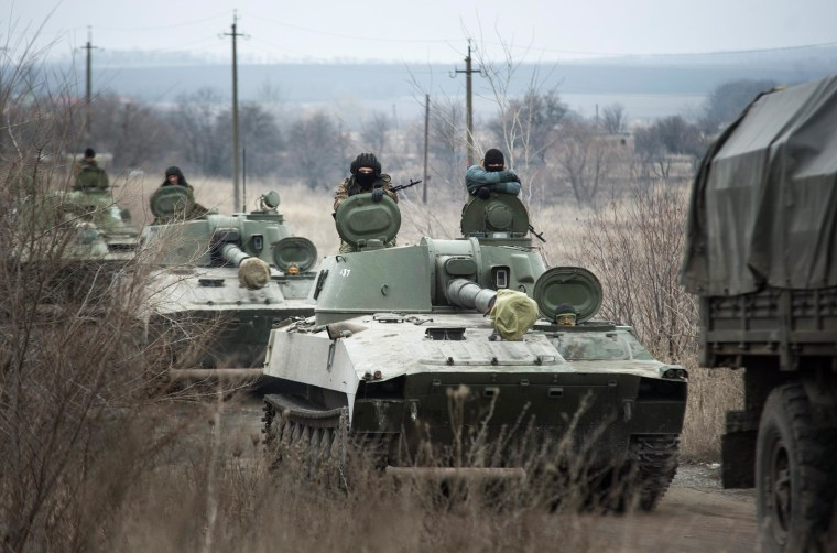 Image: Ukrainian separatists pulling back heavy weapons from front line