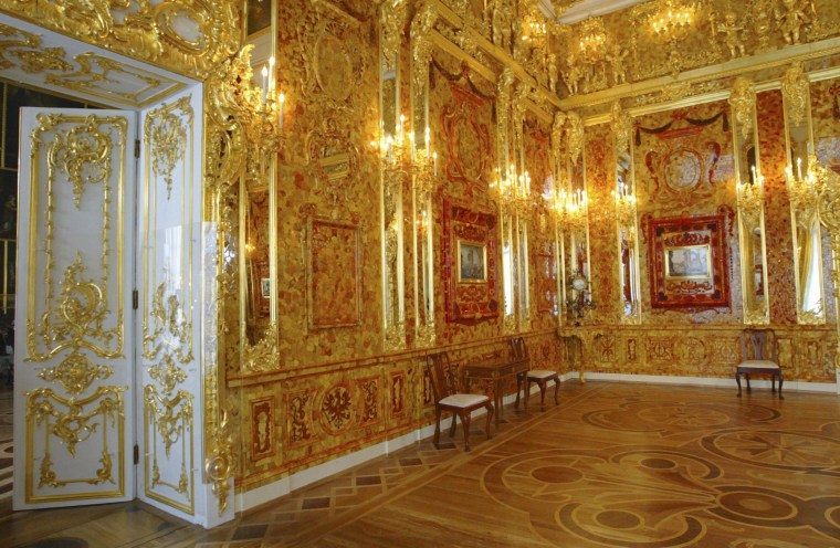 Image: Replica of the Amber Room in 2003