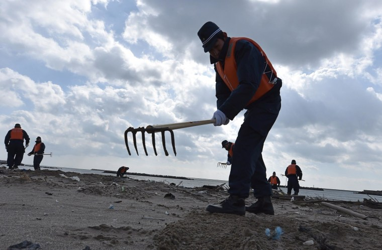Image: Police search for Japan Tsunami victims