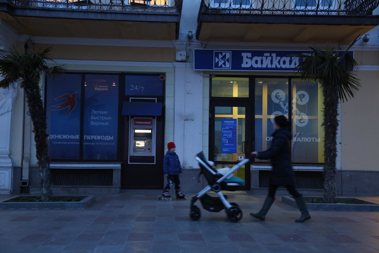 Image: Due to international sanctions after the Russian annexation,ATMs and businesses in Crimea do not accept credit cards.