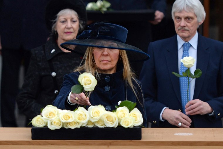 Image: King Richard III coffin cortege departs Leicester University